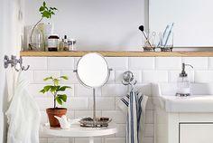 BALUNGEN-sarjaan kuuluu kylpyhuoneen tavaroita, kuten peilejä, koukkuja, hammasharjateline ja saippuateline