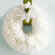 Coffee Filter Wreath from Lowes Creative Idea Mag. It really as easy as it looks! I use mine all year around! Wreath Crafts, Diy Wreath, Decor Crafts, Wreath Ideas, White Wreath, Green Wreath, Flower Crafts, Coffee Filter Wreath, Coffee Filter Crafts