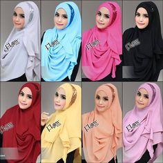 Hijab Pashmina Instan Moon Model Kekinian 2017 dihiasi sequin bentuk bulan sabit di pinggir wajah. Praktis tanpa peniti, tidak panas dan tidak menerawang