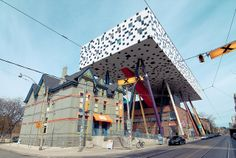 Styles Juxtaposed School of Design OCAD Building, Toronto, Canada.I would live in a house that looks like this.its awesome Architecture Unique, School Architecture, Unusual Buildings, Interesting Buildings, Ontario, Toronto Photography, Ecole Art, Unusual Homes, World Cities
