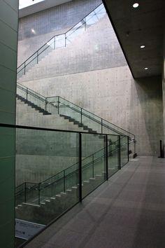 Photos: Hyogo Prefectural Museum of Art - Tadao Ando Archives Beautiful Architecture, Contemporary Architecture, Architecture Details, Interior Architecture, Minimal Architecture, Concrete Architecture, Tadao Ando, Alvar Aalto, Atrium