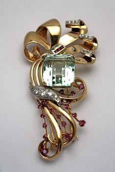 1940'S HUGE 29.03CT AQUAMARINE BROOCH WITH RUBIES & DIAMONDS