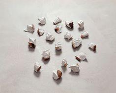 PENONE Giuseppe (né en 1947), Cocci, 1982, 20 tessons de plâtre et de terre cuite vernissée, d'environ 8,5x9x9 cm chaque, l'empreinte de l'eau, mélangée au plâtre, dans le creux de la main.