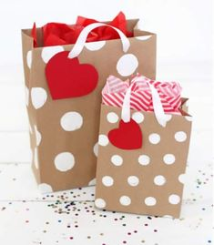 50 Romantic DIY Valentine's Day Gift Wrapping Ideas - Page 19 of 150 - CoCohots Creative Gift Wrapping, Wrapping Ideas, Creative Gifts, Creative Ideas, Craft Gifts, Diy Gifts, Craft Bags, Holiday Gifts, Christmas Gifts