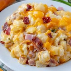 Ham amp Bacon Cheesy Potatoes: Hearty, creamy and flavorful these Cheesy Potatoes are filled with bits of ham, crumbled bacon, loads of cheese and is bursting with flavor in each and every bite. Breakfast Meat, Breakfast Dishes, Breakfast Recipes, Breakfast Casserole, Twice Baked Potatoes, Cheesy Potatoes, Potato Dishes, Potato Recipes, Vegetarian