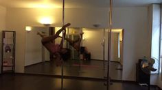 Spinning pole dance little combo (intermediate)