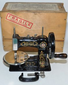 Sewing Machine For Sale, Sewing Machine Drawers, Sewing Machine Tables, Treadle Sewing Machines, Antique Sewing Machines, Vintage Sewing Notions, Sewing Toys, Sewing A Button, Antique Toys