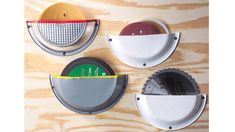 Clever Garage Storage and Organization Ideas 2017 - Pie Plate Storage Pockets. Use pie tins cut in half to safely store those circular items you need, such as sanding discs, circular saw blades and abrasive discs. Workshop Storage, Shed Storage, Garage Workshop, Tool Storage, Garage Storage, Storage Ideas, Workshop Ideas, Storage Solutions, Storage Center