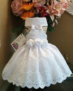 Medium halter top dog dress. Pretty white summer dress. Size medium. Neck is 10 chest is 15 and the length is 11 it is lined on the top and velcros at the waist and neck.