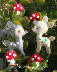 Felt deer and mushrooms
