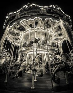 The night circus carousel. Black and white photography can be quite interesting Black N White, Black And White Pictures, Photos Originales, Night Circus, Merry Go Round, Carousel Horses, Wonderful Picture, Jolie Photo, Night Photography