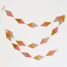 鶴の折り方の途中がかわいいガーランドに。