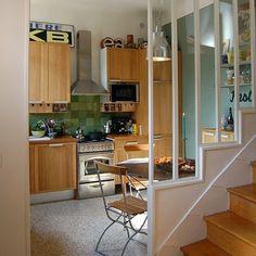 La petite maison ann es 30 marie claire maison salon for Escalier entre cuisine et salon