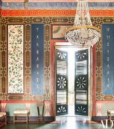 Palermo's Casina Cinese - The main reception room is decorated with panels incorporating hand-painted Chinese silk and gilded Chinese characters