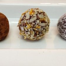 @Harry Dent Alyssa's Kitchen Raw Cacao-Coconut Truffles - easy and delicious #healthy #dessert #coconutoil