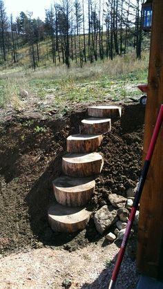 Aprovechar un tronco para hacer escaleras de madera.