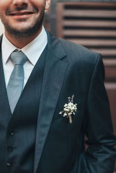 boutonnieres on pinterest boutonnieres succulent boutonniere and mariage. Black Bedroom Furniture Sets. Home Design Ideas