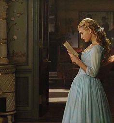 Reading // Lily James as Cinderella Kind and gracefull Cinderella 2015, Cinderella Movie, Cinderella Live Action, Walt Disney, Disney Live, Disney Films, Cinderella Aesthetic, Princess Aesthetic, Lily James