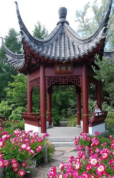 Chinese gazebo in the Montreal Botanical Gardens. Zippertravel.com Digital Edition