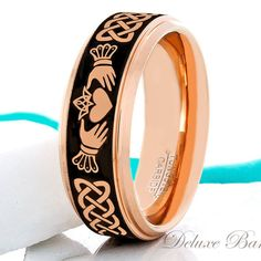 Tungsten Ring Claddagh Ring Mens Womens 8mm Wedding por DeluxeBands