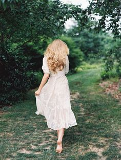 the white dress, bare feet, and the forest scene sells this picture for me. Fashion Fotografie, Up Girl, Character Inspiration, Ideias Fashion, White Dress, Lace Dress, Flower Girl Dresses, Photoshoot, Wedding Dresses