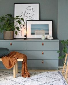 How to hack the Ikea Malm dresser ? Looking for some great ideas to upgrade your Ikea Malm dresser ? Ikea Dresser Hack, Ikea Furniture Makeover, Ikea Furniture Hacks, Ikea Hacks, Dresser Makeovers, Furniture Buyers, Furniture Websites, Refurbished Furniture, Furniture Online