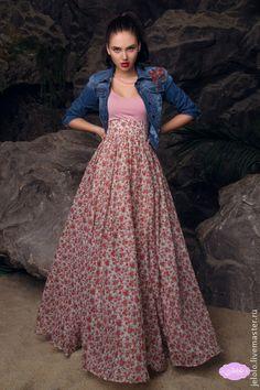 Юбка длинная Розы NEW. Легкая, летящая юбка с принтом 'розы'. Очень нежная, женственная модель юбки в пол с широким поясом, который зрительно делает фигуру стройнее и удлиняет ноги. Длина подола 103-110 см. Двойной проклеенный поясок 8-10 см, Потайная молния. Подклад 40 см.