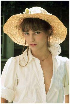 白ブラウスがまぶしいほどにかわいいジェーン・バーキン