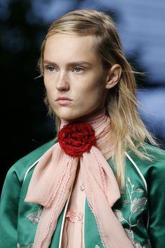 Le teint juvénile du défilé Gucci