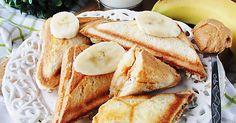 Śniadania - Tosty z masłem orzechowym i bananami
