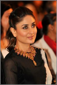 A Gorgeous Close-Up of Kareena Kapoor during the #IIFA 2014 Press Meet. Love the Maheep Kapoor Temple Jewellery. #Style #Bollywood #Fashion #Beauty
