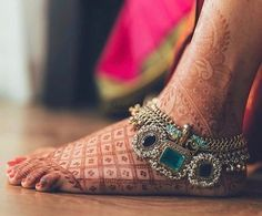 Head-To-Toe Shot List Of Your Bridal Look That You Have To Get! Pretty bridal anklet for the bride-to-be. See more on Pretty bridal anklet for the bride-to-be. Indian Wedding Jewelry, Indian Jewelry, Bridal Jewelry, Indian Bridal, Bridal Bangles, Beach Jewelry, Ethnic Jewelry, Silver Payal, Silver Anklets