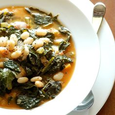 Savory Kale, Cannellini Bean and Potato Soup - Full of fiber and protein with flavors of rosemary, sage and thyme. This kale, white bean and potato soup is only 262 calories per delicious, steamy bowl. Think Food, I Love Food, Good Food, Yummy Food, Soup Recipes, Vegetarian Recipes, Cooking Recipes, Healthy Recipes, Healthy Soups