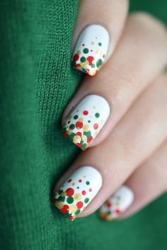 These would be super cute holiday nails!