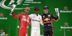 Wat een race! Na de weinig verheffende vertoning in Melbourne toonde de Grand Prix van China aan hoe mooi de Formule 1 anno 2017 kan zijn. Dankzij regen in aanloop naar de race werd de wedstrijd op het Shanghai International Circuit een pareltje, met Lewis Hamilton als overwinnaar. Max Verstappen was de smaakmaker: gestart vanaf P16 wist hij het podium te halen.