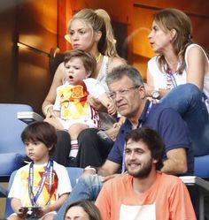 Mimos, cosquillas, biberones... Shakira, una madraza con Milan y Sasha