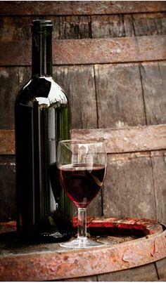Wenn es draußen stürmt und regnet, machen wir es uns am Abend mit einem Glas voll edler Tropfen gemütlich.