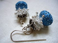 https://flic.kr/p/vTtduX   Cielo     Hoy he querido hacer algo con cristales, filigranas y alfileres