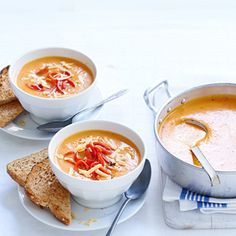Recept - Romige paprika-pompoensoep - Allerhande Creme Fraiche, Restaurant, Ethnic Recipes, Food, Restaurants, Meals, Dining Rooms, Sour Cream