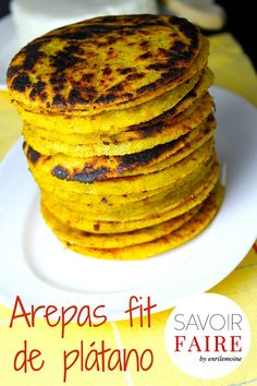 Savoir Faire: Plantain Arepas-Fit with Panela Cheese (Recipe and Video) Healthy Recipes, Baby Food Recipes, Mexican Food Recipes, Cooking Recipes, Dinner Recipes, Plantain Recipes, Venezuelan Food, Colombian Food, Salads