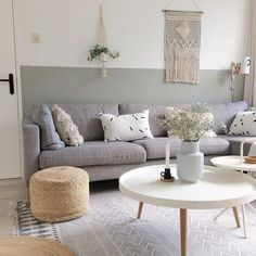 Witte salontafels en jute poef in Scandinavische woonkamer - Shopinstijl. - Lilly is Love Decor, Scandinavian Coffee Table, Home Decor, House Interior, Apartment Decor, Home Deco, Coffee Table, Minimalist Home, Coffee Table For Small Living Room