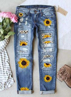 Diy Ripped Jeans, Womens Ripped Jeans, Diy Jeans, Bleached Jeans, Jean Crafts, Denim Crafts, Painted Jeans, Painted Clothes, Senior Overalls