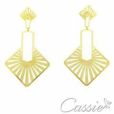 Brinco Splendore folheado a ouro com garantia.  Pague em até 6x sem juros e frete grátis para compras acima de R$ 150,00.  ❤⚪⚪⚪⚪⚪⚪⚪⚪⚪⚪⚪❤  Use o Cupom de desconto CA10 e ganhe 10% de desconto.  ❤⚪⚪⚪⚪⚪⚪⚪⚪⚪⚪⚪❤ #Cassie #semijoias #acessórios #moda #fashion #instajoias #tendências #prata #charms #cupomdedesconto #instasemijoias #pulseirismo #zirconias #folheado #dourado #berloques