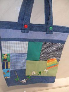 Bolsa com motivo infantil para menino,pipa voadora, em tecido jenas e algodão ,forro e bolso interno não tem zipper. R$29,99