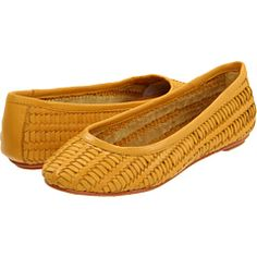 love these yellow flats for Spring and Summer!