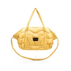 Nappy Bag Comfort Yellow Small dogs have their grand coming out in this nifty carrier. Well protected from the wind and weather they enjoy the luxury life of real stars. The small bag is fitted with shoulder strap and safety hook and can be used as an ideal bed underlay.