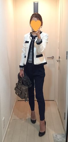 Jacket: Tomorrowland, Grey Tee: Three dots, Navy pants: Des Pres, Bag: Anya Hindmarch, Pumps: LANVIN en bleu