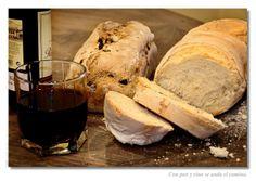 Con pan y vino se anda el camino
