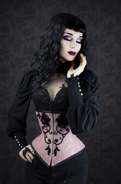 Steelboned shorter type of underbust corset with hand sewn black velvet lace Hot Goth Girls, Gothic Girls, Punk Girls, Goth Beauty, Dark Beauty, Bettie Page, Burlesque Vintage, Starry Night Dress, Gothic Corset