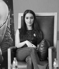 Prettiest Actresses, Beautiful Actresses, Indian Celebrities, Bollywood Celebrities, Half Girlfriend, Shraddha Kapoor Cute, Sraddha Kapoor, Famous Stars, Beautiful Bollywood Actress